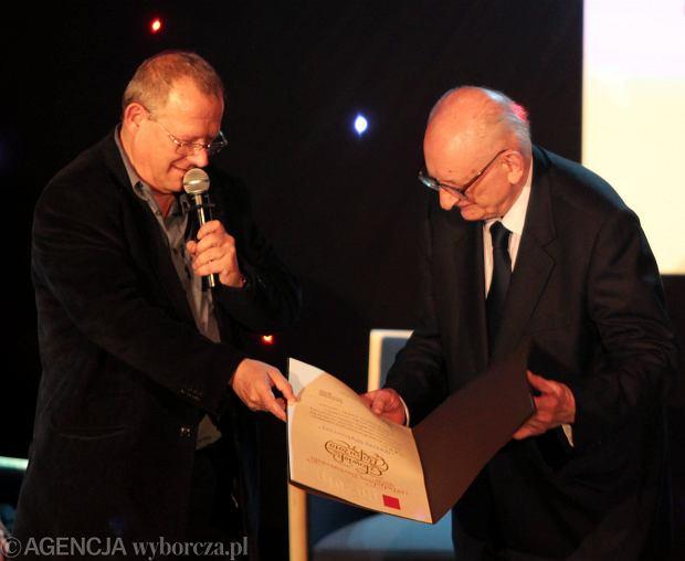 14 maja 2010 r.. Adam Michnik i Władysław Bartoszewski podczas uroczystości nadania profesorowi tytułu Człowieka Roku