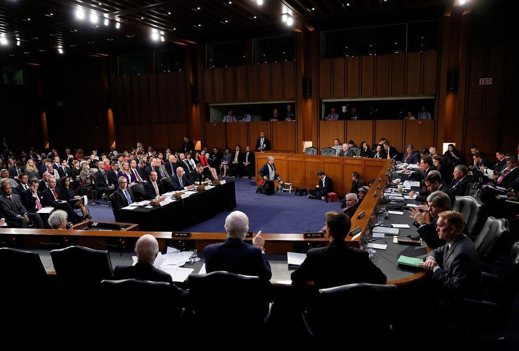 P.o. szefa FBI Andrew McCabe, zastępca prokuratora generalnego Rod Rosenstein, dyrektor Wywiadu Narodowego USA Dan Coats i szef NSA Mike Rogers zeznaą przed Komisją ds. Wywiadu Senatu USA w zw. ze śledztwem ws. Rosji (fot. Carolyn Caster/AP)