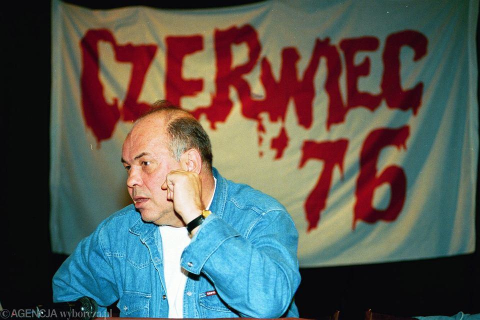 Aż do połowy sierpnia 1976 r. akcja pomocy dla uczestników protestów czerwcowych ograniczała się do Ursusa | Na zdjęciu: Jacek Kuroń na obchodach 17. rocznicy zajść w Radomiu z 25.06.1976 r.