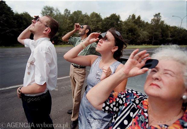 Zaćmienie Słońca bezpiecznie można oglądać przez specjalne filtry