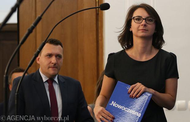 Kamila Gasiuk-Pihowicz podczas konferencji prasowej klubu Nowoczesna