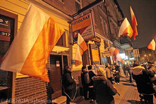 Protest środowisk prawicowych przed Klubem Pod Minogą, w którym wystawiany jest spektakl Lecha Raczaka
