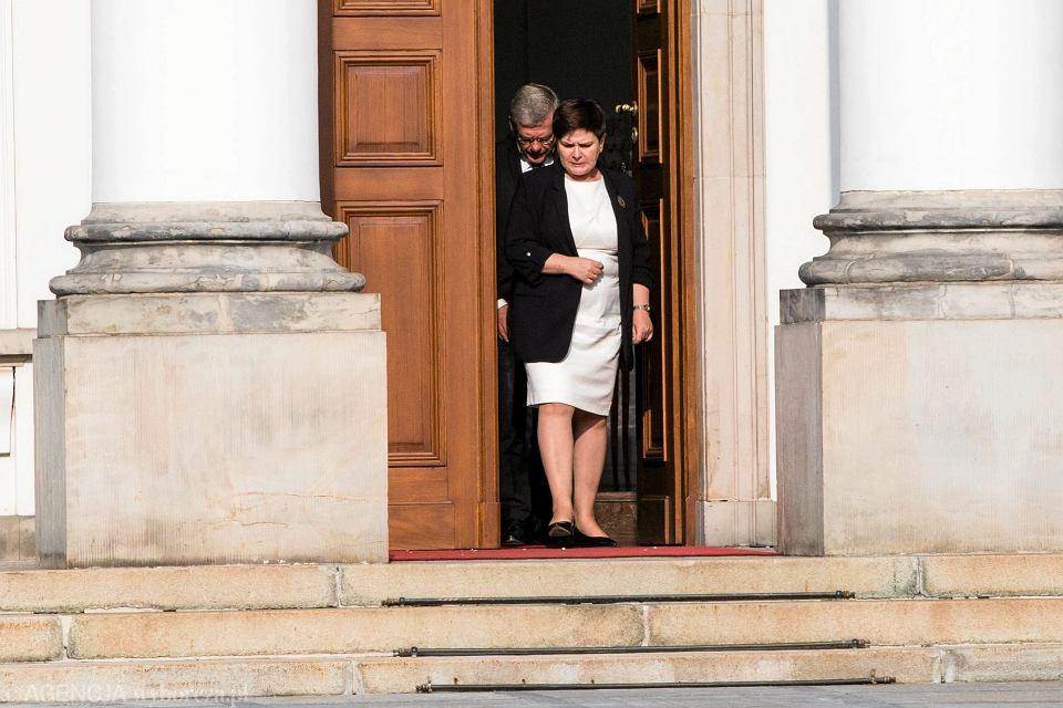 Premier rządu PiS Beata Szydło, oraz partyjni oficjele, wychodzą z Belwederu. Spotkali się z Andrzejem Dudą po tym jak prezydent zawetował dwie z trzech pisowskich ustaw ograniczających niezależność sądownictwa. Warszawa, 24 lipca 2017