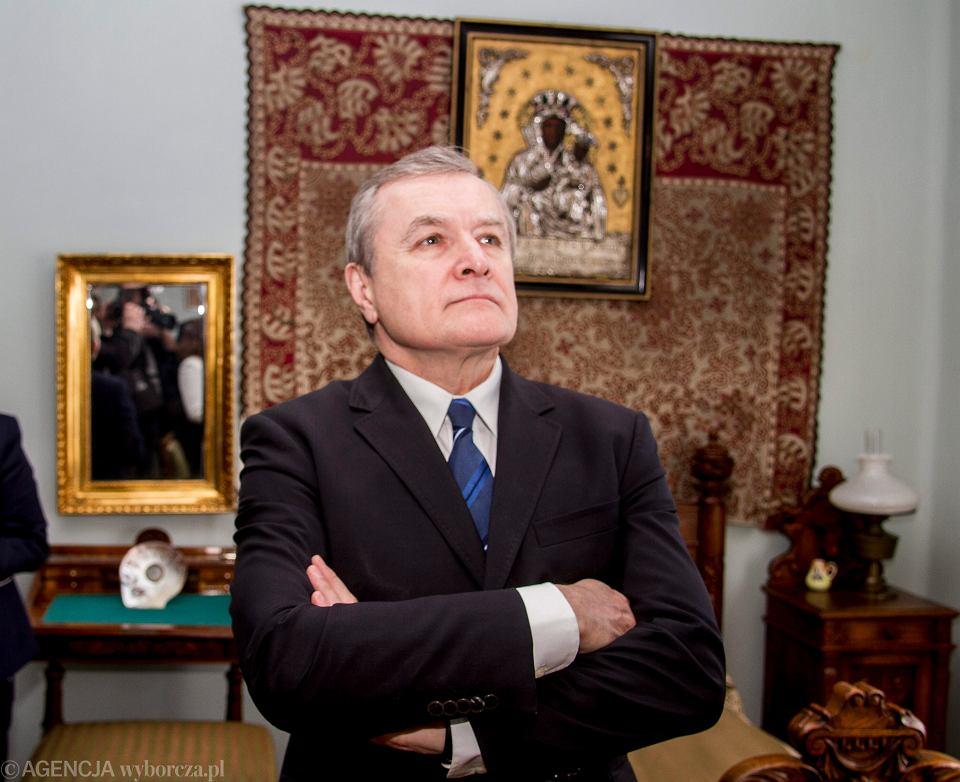 'Środki norweskie są środkami publicznymi w dyspozycji polskiego rządu' - uważa Piotr Gliński. Na zdjęciu - minister kultury z wizytą w sienkiewiczowskim Oblęgorku