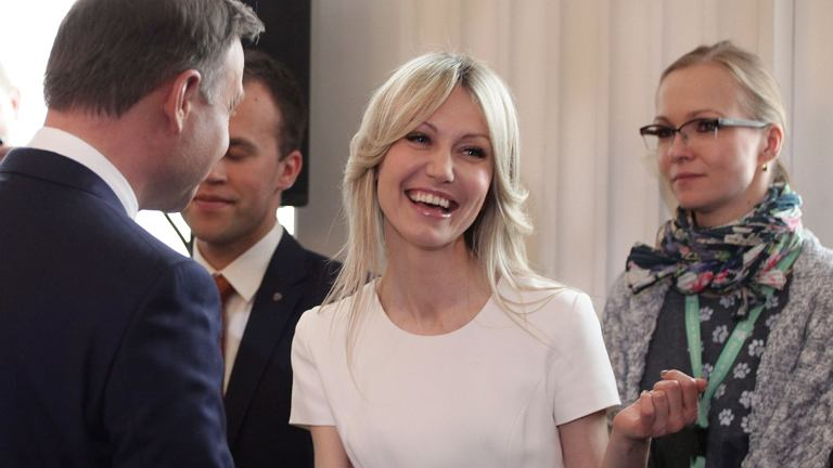 Prezydent elekt Andrzej Duda rozmawia z Magdaleną Ogórek, kandydatką SLD w wyborach prezydenckich