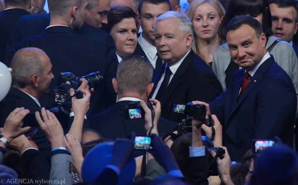 Co o konwencjach partii mówią zdjęcia? Kopacz wśród młodych, Duda, Kaczyński i Szydło razem w centrum zainteresowania