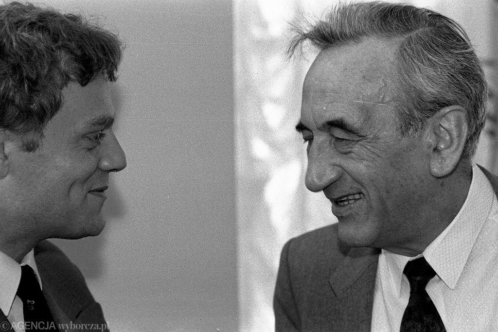 4 czerwca 1992, dzień upadku rządu Olszewskiego, Donald Tusk i Tadeusz Mazowiecki (fot. Tomasz Wierzejski/AG)