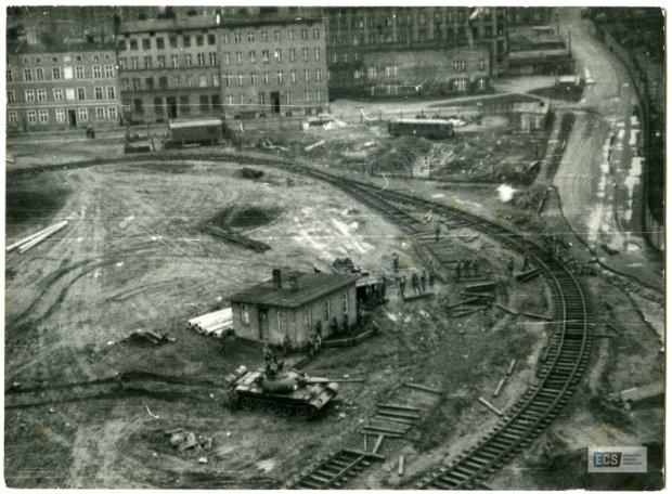 Wojsko pod bramą nr 2 Stoczni Gdańskiej im. Lenina, 16 grudnia 1970 roku
