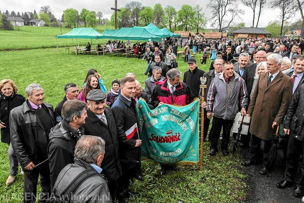 Andrzej Duda podczas kolejnego objazdu po kraju ma zawitać do sanktuarium św. Andrzeja Boboli w Strachocinie, gdzie w maju uroczystości kościelne zamieniły się w wiec poparcia dla kandydata na prezydenta  (na zdjęciu)