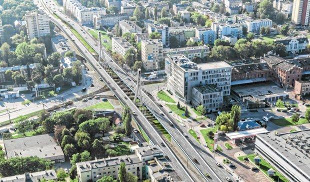 Prezydent Łodzi Hanna Zdanowska twierdzi, że planowany wiadukt  (na wizualizacji) jest jedynym rozwiązaniem problemu korków na ważnym