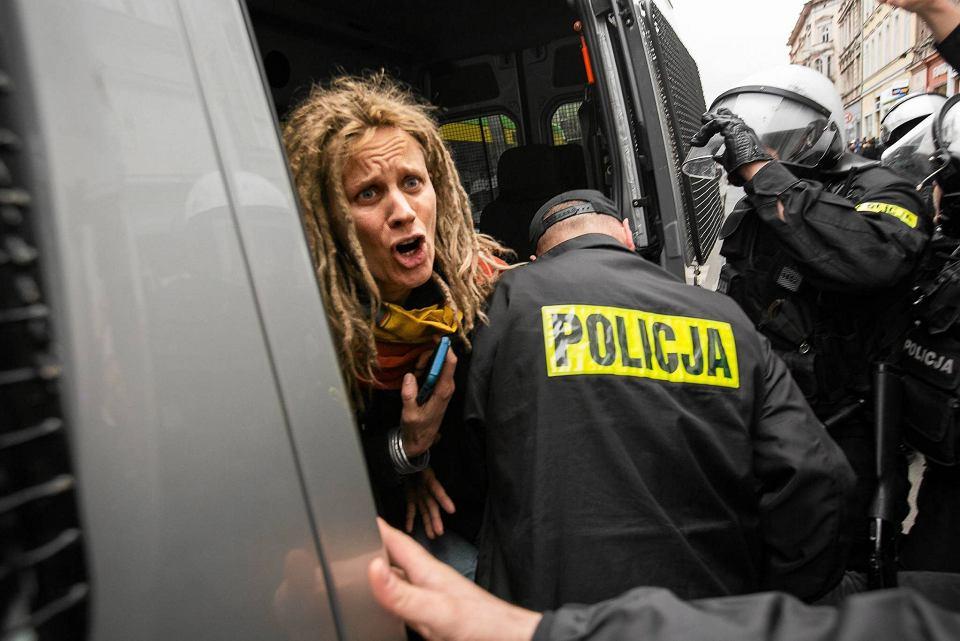 Ewa Chylak-Wińska chwilę po zatrzymaniu przez policję