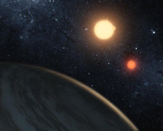 Wizja artystyczna pierwszej odkrytej planety krążącej wokół 2 gwiazd - Kepler-16b
