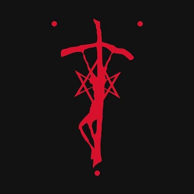Logo zespołu. Ukrzyżowany Chrystus przyozdobiony odwróconym pentagramem