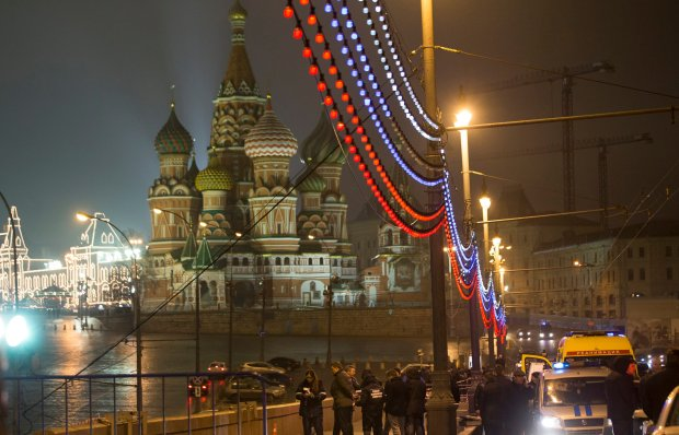 Moskwa, noc z piątku na sobotę. Policja nad ciałem Borysa Niemcowa