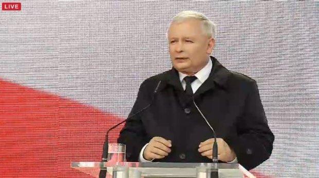 Przemówienie Jarosława Kaczyńskiego pod Pałacem Prezydenckim