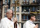 Abp Gądecki krytykuje weekendowe wyjazdy i dziękuje Grobelnemu