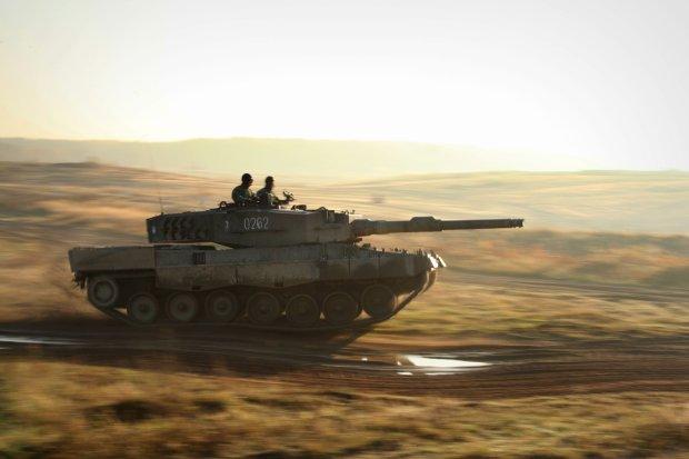 Polski czołg Leopard podczas NATO-wskich ćwiczeń Steadfast Jazz 2013