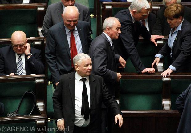 Jarosław Kaczyński wczoraj w Sejmie. Prezes PiS nie pokazał się publicznie z prezydentem elektem. Na konwencjach wyborczych Andrzeja Dudy był gościem