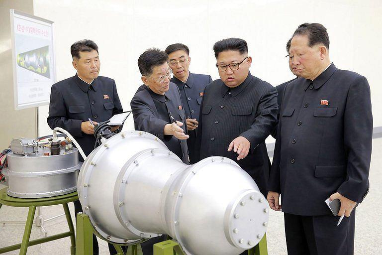 Kilka godzin przed próbnym wybuchem jądrowym, koreańska agencja prasowa pokazała zdjęcie, na którym przywódca Korei Północnej Kim Dżong Un dokonuje inspekcji rzekomej bomby wodorowej, przeznaczonej do instalacji w rakietach balistycznych