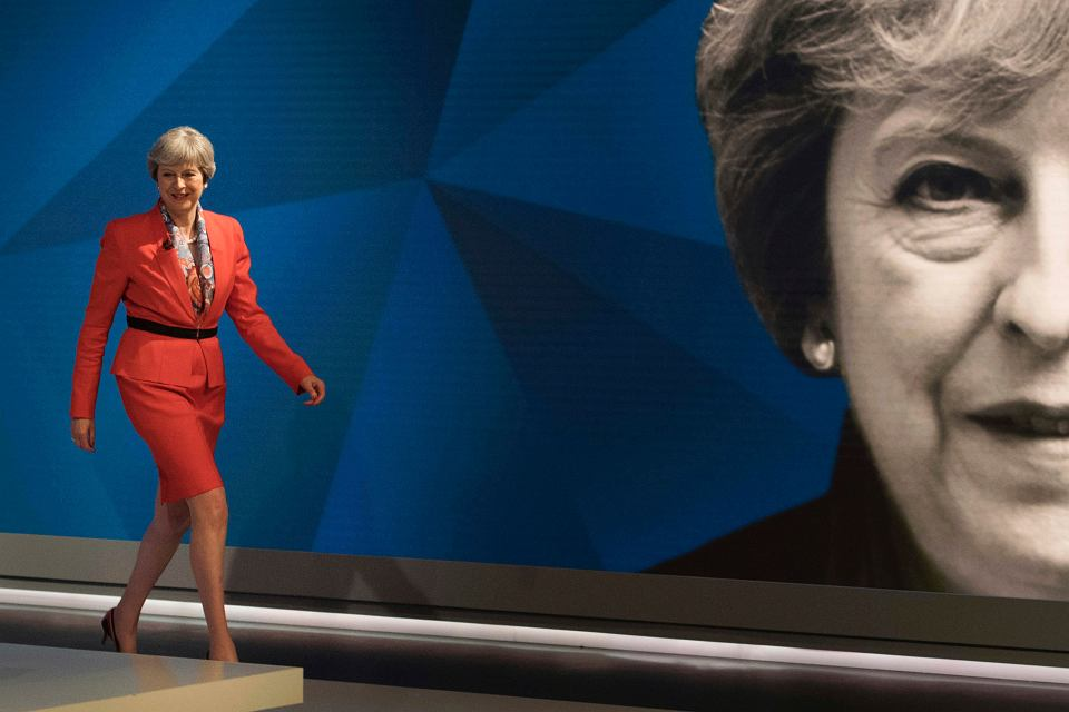 Brytyjska premier Theresa May w drodze na występ w Sky News i Channel 4, gdzie 29 maja odpowiadała na pytania wyborców