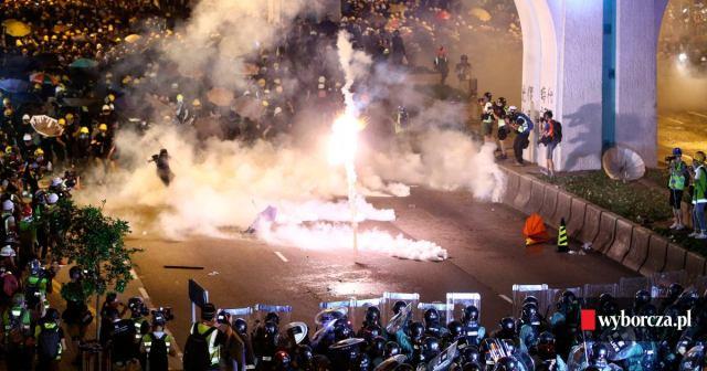 Znalezione obrazy dla zapytania zamieszki w hongkongu zdjecia