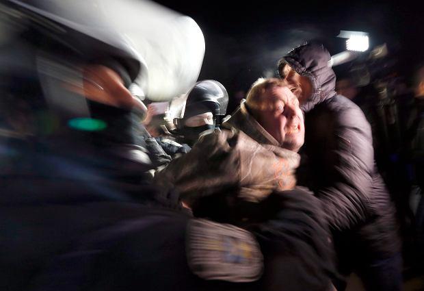 20.02.2020, zamieszki w okolicach Połtawy na Ukrainie gdzie tłum próbował uniemożliwić wjazd autobusu z ewakuowanymi z Wuhan obywatelami Ukrainy.