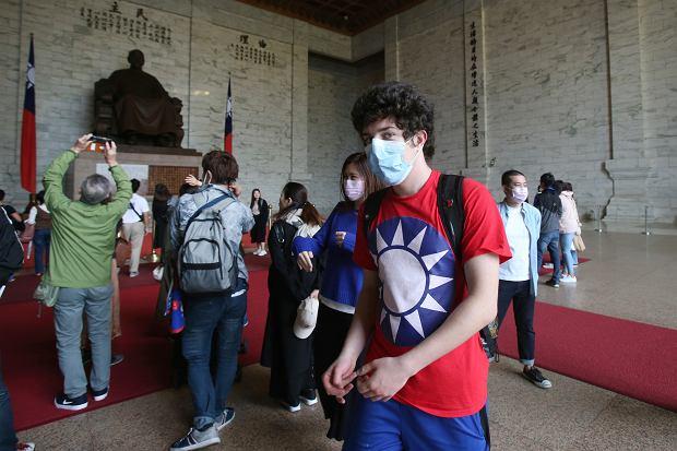 Tajwan, turyści w mauzoleum Czang Kaj-Szeka.
