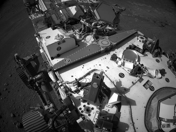Foto tomada por el rover Perseverance mientras estaba en Marte