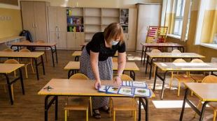 "Bia³ystok.  The teachers' test point was frightened by a wall of ""glued"" tape.  Transferred"