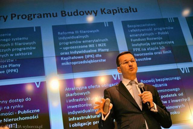 Mateusz Morawieck, wicepremier i minister rozwoju, podczas konferencji prasowej