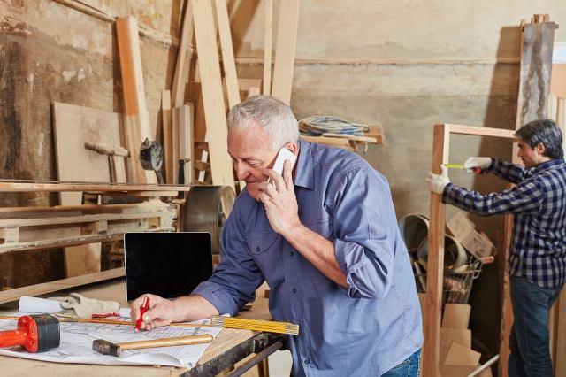 Nadciąga czas zwalniania starszych pracowników. Z prawem do emerytury i dorabiających