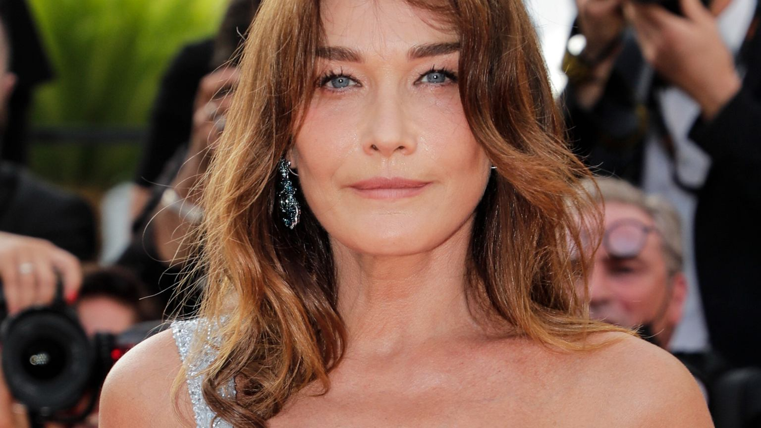 As carla bruni prepares for her debut london gig this weekend, france's former first lady tells craig mclean about the politics of hot pants,. Carla Bruni On The Red Carpet In A Stunning Creation World Today News