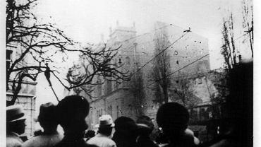 10 listopada 1938. Płonie synagoga przy dzisiejszej ul. Dworcowej