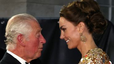 Princess Kate and Prince Charles did not spare themselves tender gestures at the premiere of 'It's not time to die'