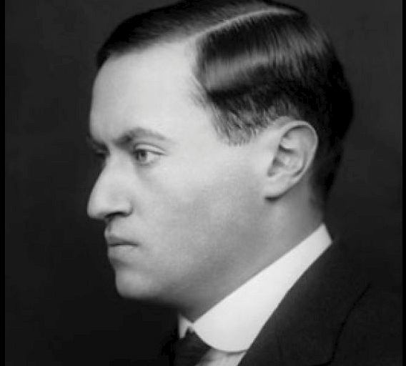 Lewis Bernstein Namier (1888-1960), zanim wyemigrował w 1906 r. do Wielkiej Brytanii, nazywał się Ludwik Bernstein Niemirowski