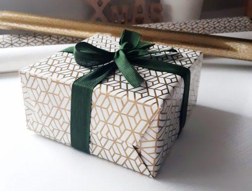 jak zapakować prezent z kokardą