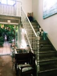Innen und Zugang zum Hof