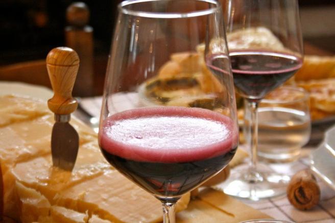 vino-ideale-da-aperitivo-lambrusco