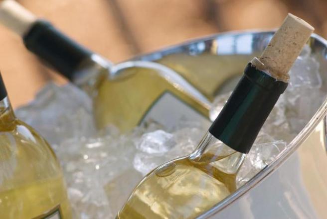 come-raffreddare-vino-ghiaccio