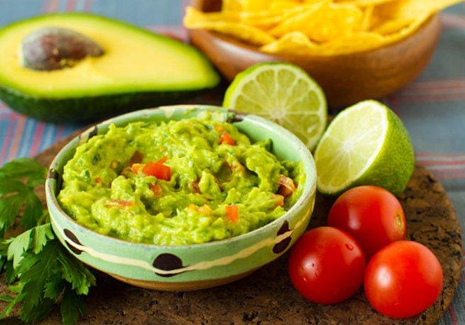 vino-cibo-messicano-guacamole