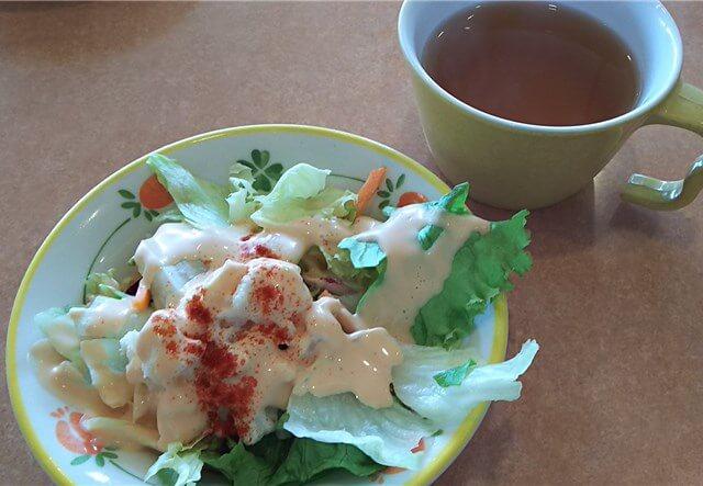 サイゼリヤのランチ:スープとサラダ