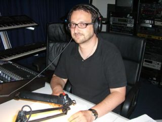 """Johannes Ackner, einer der beiden verantwortlichen Produzenten, """"hört"""" nach dem Rechten."""