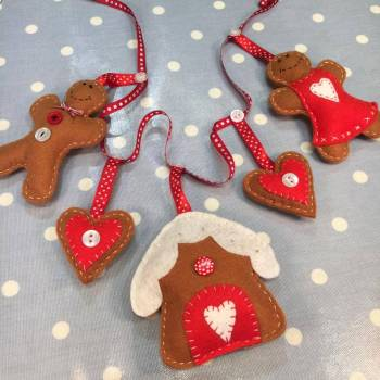 Christmas gingerbread garland workshop