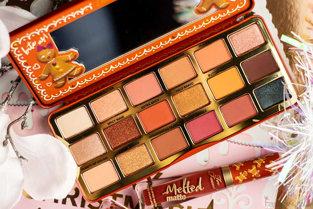 Too-Faced-Gingerbread-Extra-Spicy-Eyeshadow-Palette-offen-Flatlay