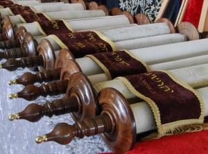 Tanakh Scrolls rolled on Etz Chaim