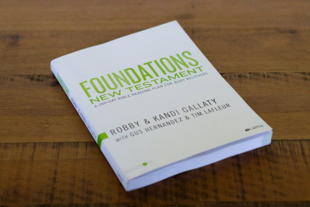 Foundations New Testament: Read the New Testament in a Year