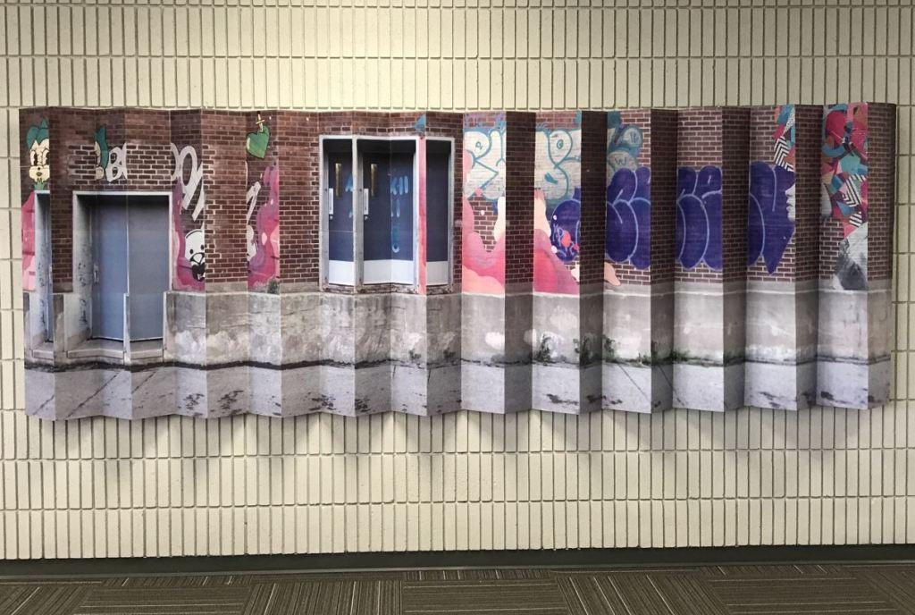 Oeuvre d'art en exposition à la bibliothèque