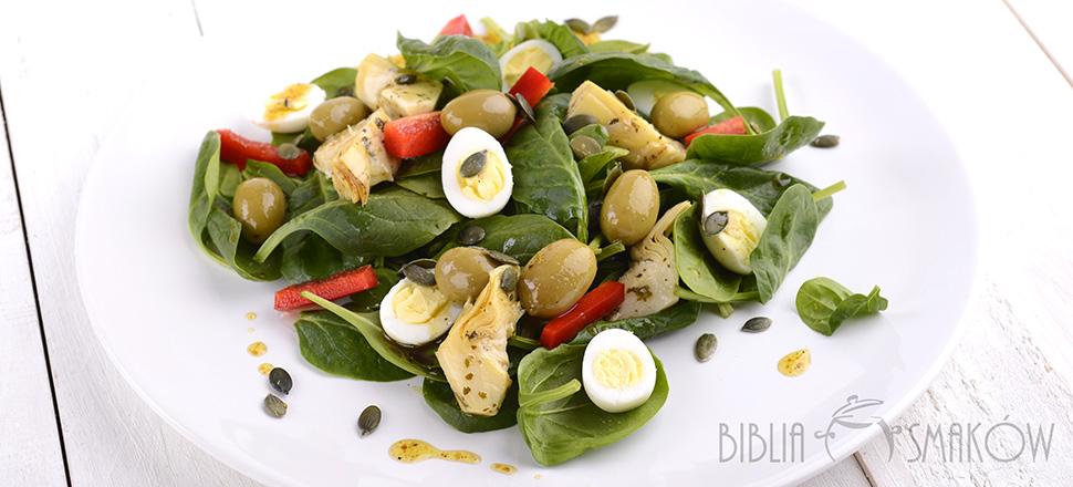 Sałatka ze szpinakiem, karczochami i przepiórczymi jajkami