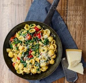 Orecchiette ze szpinakiem i pomidorkami