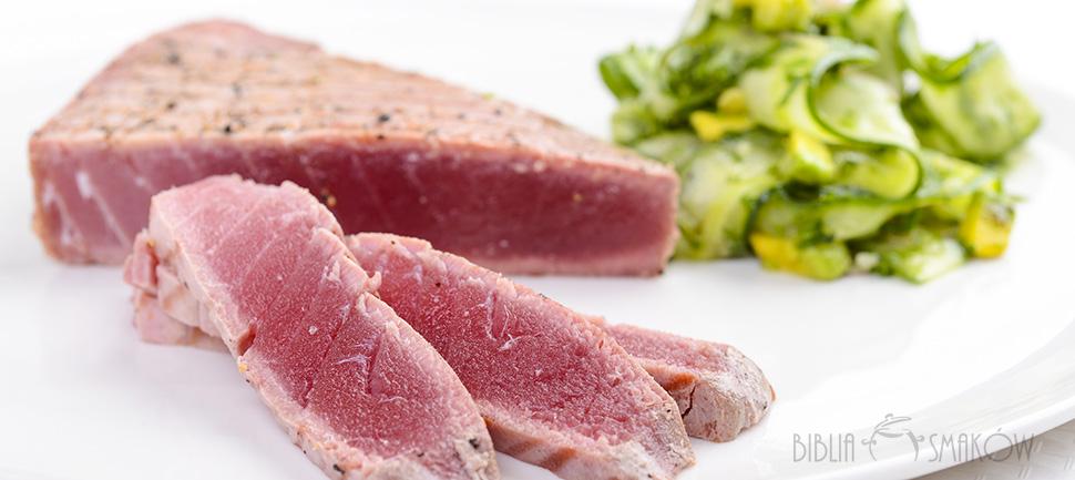 Stek z tuńczyka z zieloną sałatką